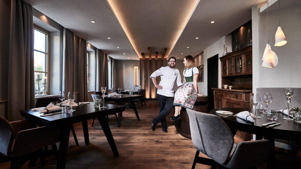 Andi und Anna Widmann im Gastraum Restaurant Ursprung, Interview Food Fellas Magazine