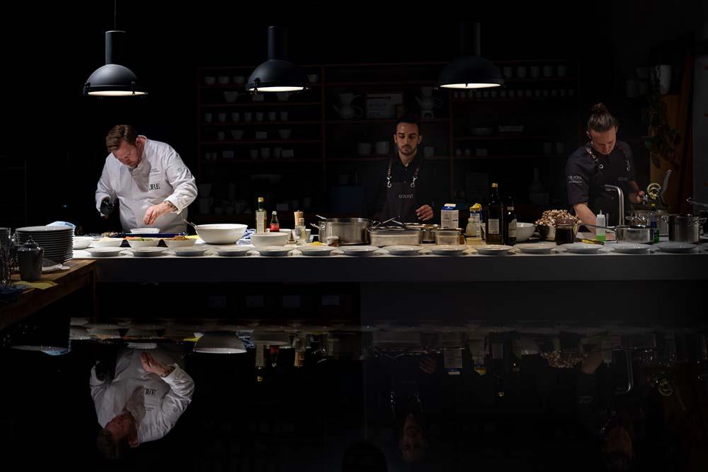 Björn Swanson bei der Arbeit im Restaurant Golvet Berlin, Food Fellas Interview